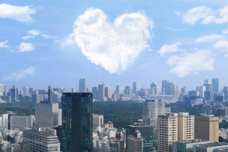 東京とハートの雲